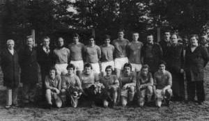 Gustav Hartig (li) mit der Meistermannschaft 1977 - Aufstieg in die Bezirksliga