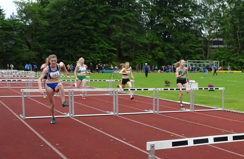 100 m Hürden der weiblichen Jugend U18 (Foto: © Rathje)