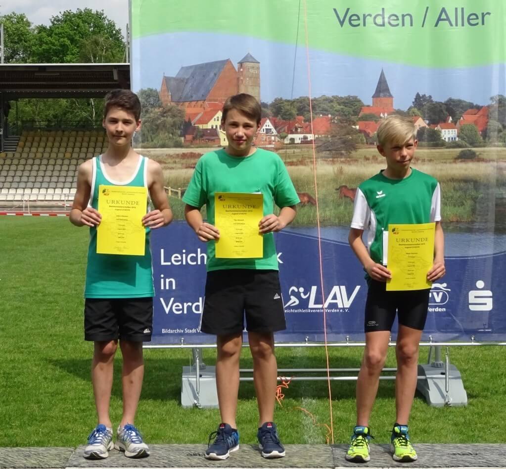 Siegerehrung 75 m- Bezirksmeister Tim Albrecht und Dritter Julius Albrecht