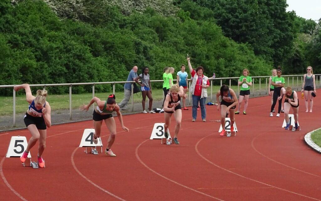 200 m Start der Frauen © ra