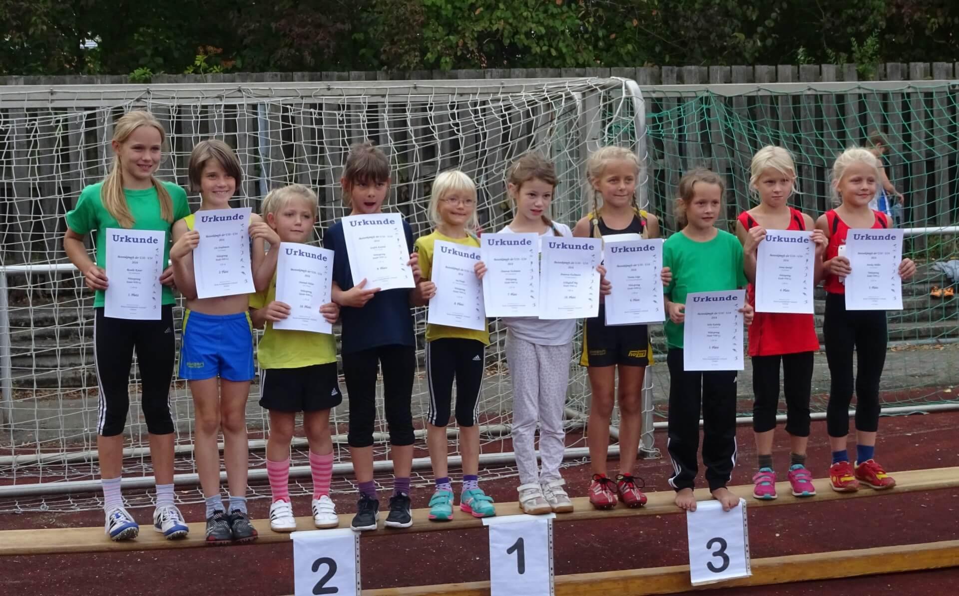 Siegerehrung der 8jährigen und jüngeren Athletinnen
