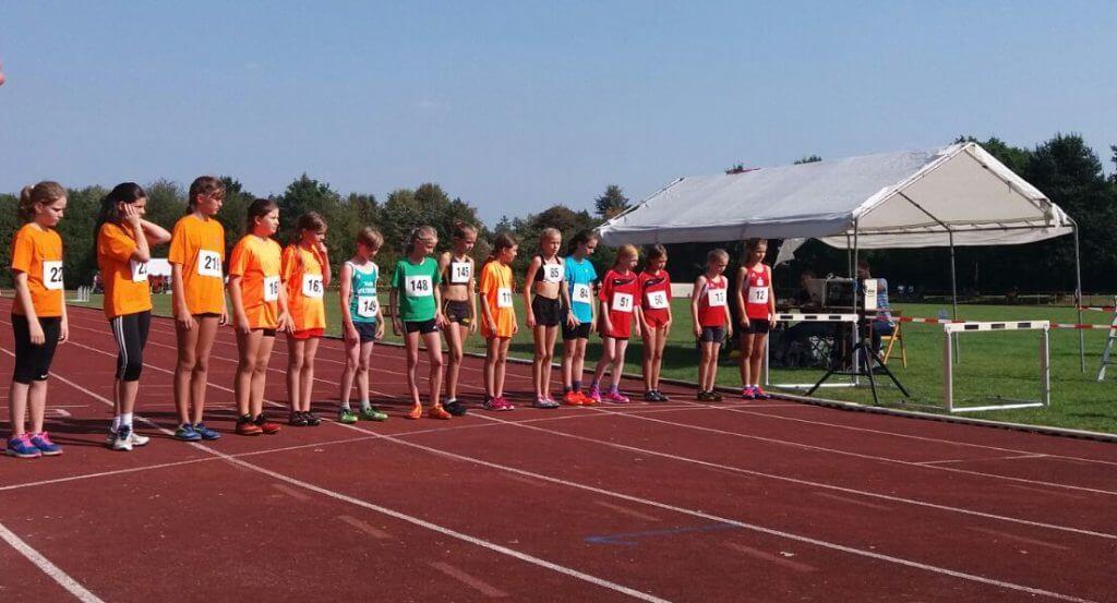 Start zum 800 m Lauf der WK U12