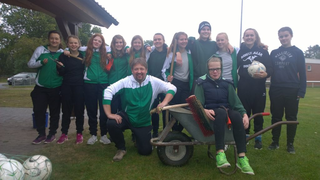 JSG Aue Soltendieck B-Juniorinnen: nach dem Arbeitseinsatz - vor dem Spiel