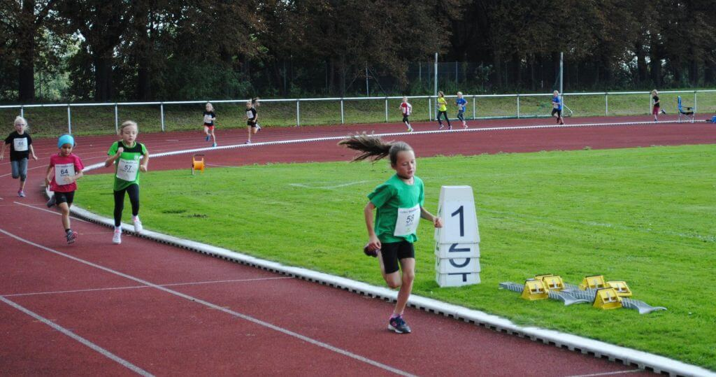 Gemischter 800 m Lauf der W7 bis W9