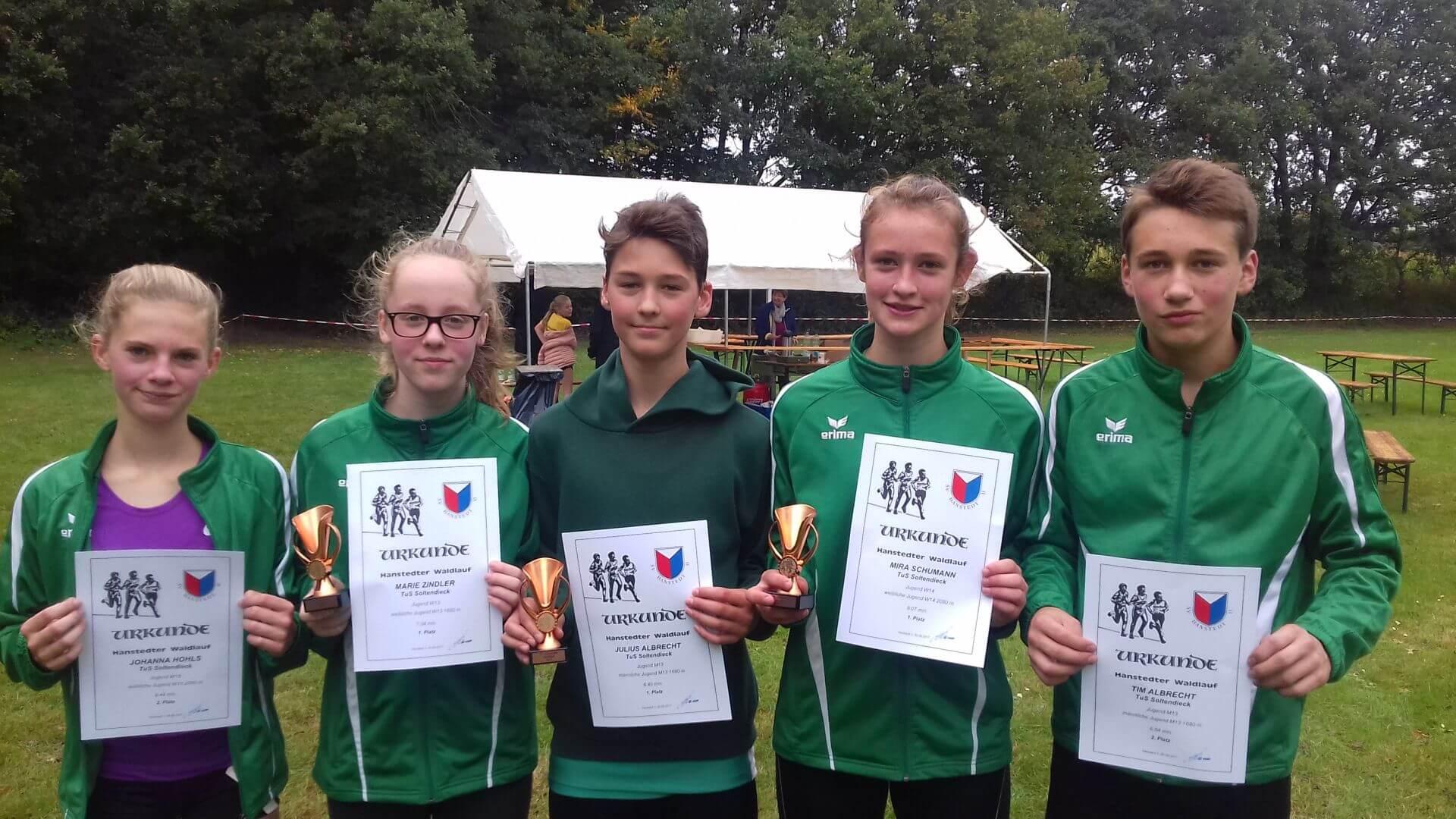 Fünf der sechs Soltendiecker Athleten beim 31. Hansteder Waldlauf
