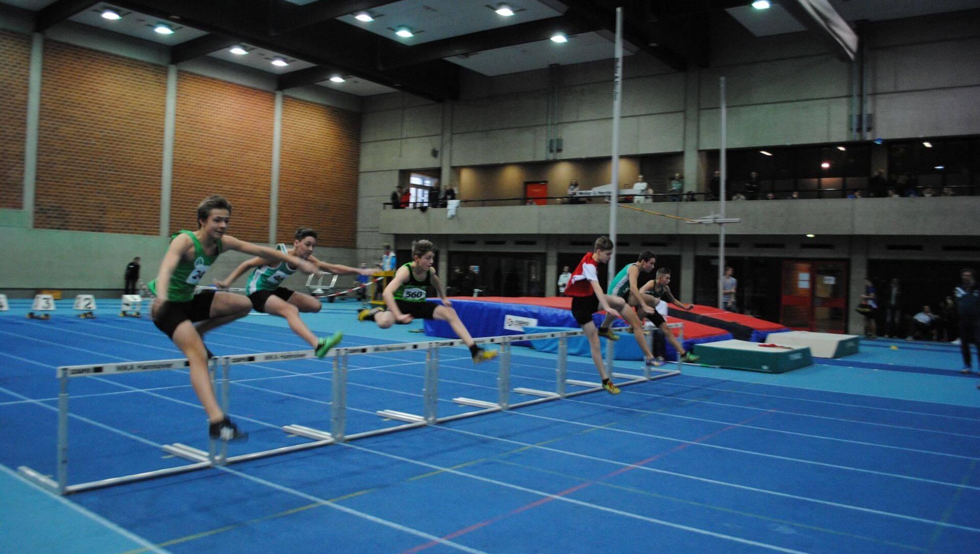Tim Albrecht und Julius Albrecht über 60 m Hürden beim Einlagelauf