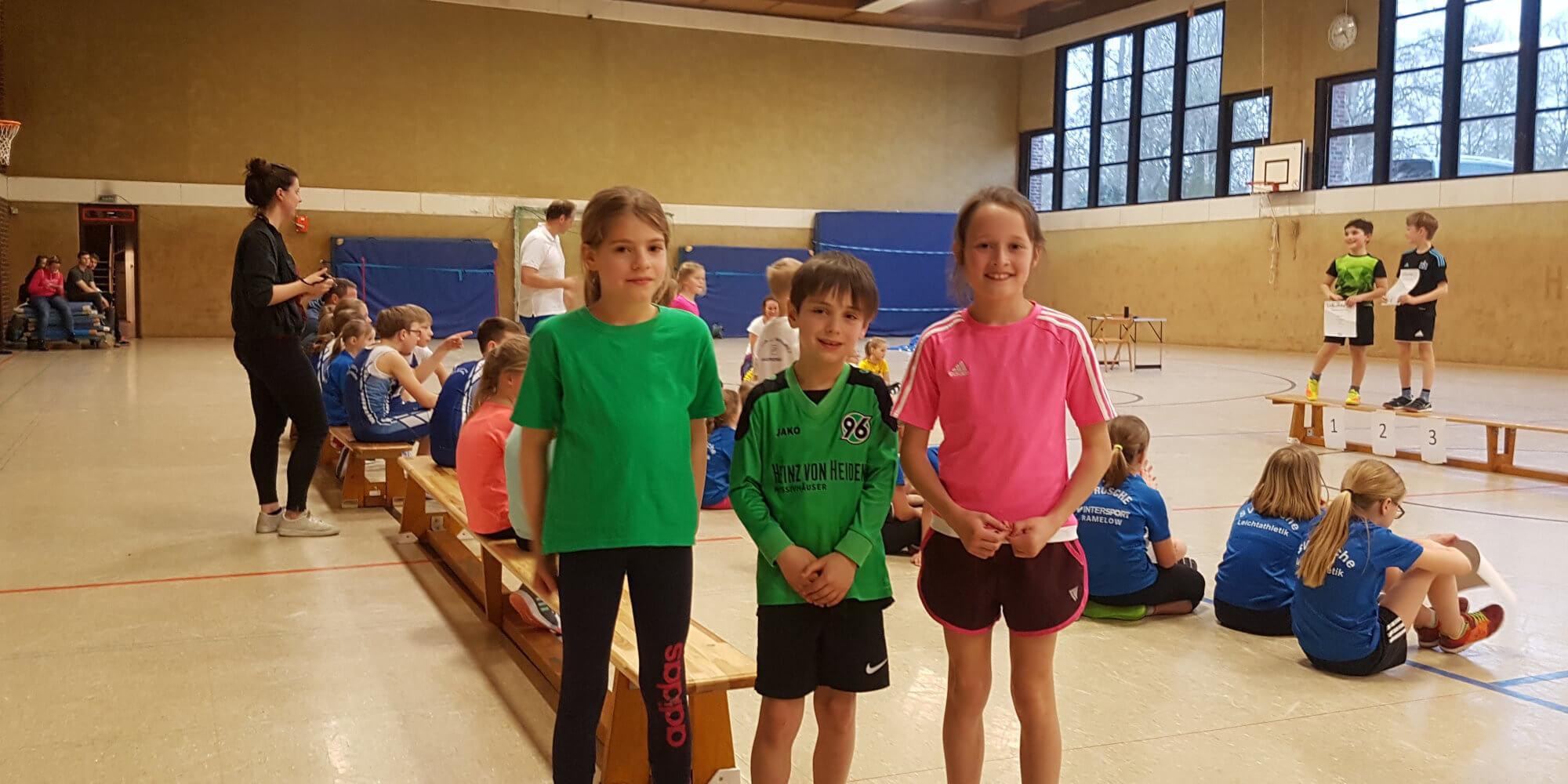 Junge Soltendiecker Leichtahtleten beim Kinder-Hallensportfest